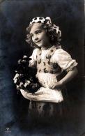 Hübsches Mädchen Mit Blumen Bauchladen, Karte Gelaufen, Stempel Grossmehring 1912 - Kinder