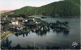 Le LAC CHAMBON - Une Vue Du Lac Vers La Plage - AUVERGNE PITTORESQUE ET TOURISTIQUE - Circulée, Petit Format - Francia
