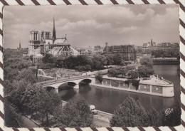 3AD1258 PARIS SQUARE DE L´ARCHEVECHE ET NOTRE DAME  2 SCANS - Notre Dame Von Paris