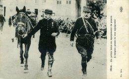 UN PRETRE BELGE EN EQUIPEMENT DE GUERRE... ....CPA ANIMEE - Guerre 1914-18