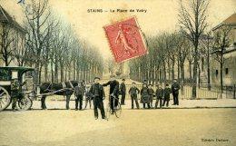93-STAINS...LA PLACE DE VATRY AVEC ATTELAGE...CPA ANIMEE - Stains