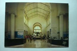 D 63 - La Bourboule - Les Grands Thermes - établissement Thermal. Vue Générale Du Grand Hall Et La Buvette - La Bourboule
