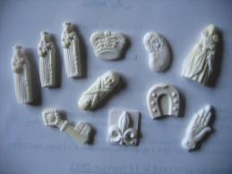 Fève Ancienne Onze Fèves En Plastique - Anciennes