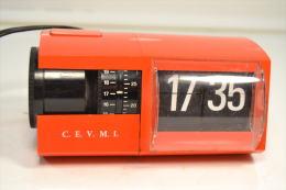 Horloge / Reveil De Bureau / Chambre. SOLARI&C. SOLARI Ucline Italie. Orange, Design Gino Valle 1966 Vintage - Horloges