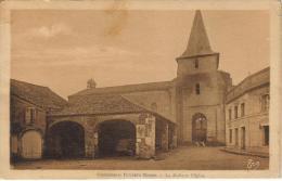 CPSM CASTELNAU RIVIERE BASSE (Hautes Pyr�n�e) - La halle et l'�glise