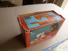 Machine à Coudre Jouet GABRIELA Avec Sa Boite Et Notice D´emploi....Ref:  Piko Spielwaren 25/5082 - Autres Collections