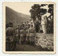 FOTO ORIGINALE CM 6 CIRCA GENERALE ITALIANO CON SOLDATI HA UNA PIEGA - Guerra, Militari