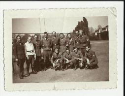 FOTO ORIGINALE CM 9 X 6,5  CIRCA   SOLDATI   ITALIANI  E TEDESCHI TORINO 1943 CORSO CAPO CENTRALE F40 COI NOMI - Guerra, Militari