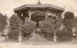 TOULON - Le Kiosque Et La Place D´Armes - - Toulon
