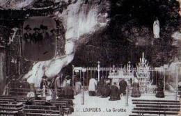 Lourdes   227          2 Vues La Grotte ( Et Portrait Ajouté )    . - Lourdes