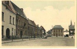 CPA-1935-BELGIQUE-CHIEVRES-LA GRANDE PLACE-a GAUCHE LA GENDARMERIE-TBE - Chièvres