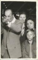 1950s FAIR FUN GUN SHOOTER CARABINE SHOOTING FESTIVAL Photo Family Fete Foraine Jeux Game Snap-Shot Vintage Photo - Non Classés