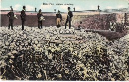Cpa Chromo CUBA, Bone Pile, Cuban Cemetery, Milliers De Squelettes Empilés    (20.78) - Unclassified
