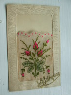 Carte  Brodée  STE CATHERINE Bouquet Rose Et Vert Sur Voilage - Brodées