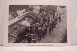 MONTCEAU LES MINES  -les Suivants Sont Arretés - Montceau Les Mines