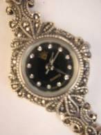MONTRE FEMME CLASSIQUE AIGUILLES BRACELET ARGENT 925 INCRUSTE MARCASSITES - Watches: Jewels