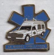 Pin's Voiture Ambulance Mercedes La Bassée - Mercedes