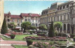 POITOU-CHARENTES - 16 - CHARENTE - ANGOULEME - Jardins Hôtel De Ville Et Banque De France CPSM C PF - Banques