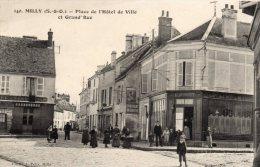 140. Milly ( S Et O ) - Place De L'hôtel De Ville Et Grande Rue , Animation - 91 - - Milly La Foret