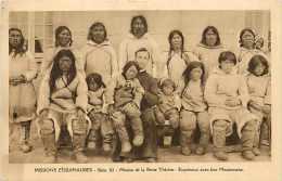 Pays Divers - Canada -ref 616  - Missions Esquimaudes - Groupe D´esquimaudes Et Leur Missionnaire - Carte Bon état - - Canada