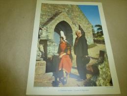 1955 Cliché Molinard En Couleurs (27cm X 21cm) Couple De Bigoudens (BRETAGNE)    Envoi Gratuit - Ethniques, Cultures
