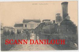 38 --- JALLIEU   La Gare De L'est    TRAIN EN PREMIER PLAN      ANIMEE - Jallieu