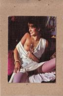 CALENDRIER - ISERE - LA TOUR DU PIN - SALON DE COIFFURE - FEMME SEIN NU -  WILLIAMS VIOLLET - 1985 - Calendriers
