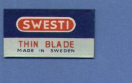 Une Lame De Rasoir  SWESTI  THIN BLADE Made In Sweden  (L31) - Scheermesjes