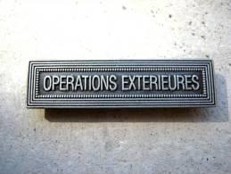 INSIGNE AGRAFE OPERATION EXTERIEURE EN ACIER POUR MEDAILLES PENDANTES EXCELLENT ETAT