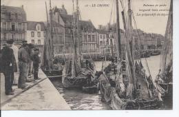 Le Croisic Bateaux De Peche Larguant Leurs Amarres - Le Croisic