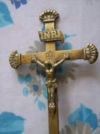 CHRIST EN CROIX METAL LAITON SUR SOCLE A POSER  INRI 21cmx10cm Jesus 6cmx1cm - Religion & Esotérisme