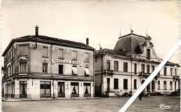 Châtillon-sur-Chalaronne, L'hôtel De L'Europe, La Poste Et L'Hôtel De Ville. - Châtillon-sur-Chalaronne