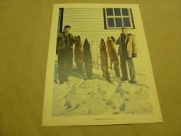 Photo National Film Board-Ottawa En 1957  (27cm X 21cm) Des Trappeurs Exposent Leur Chasse De Renards  Au CANADA - Professions