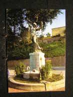 C-37 / Court-st-Etienne- Place Communale, Monumemt Aux Morts  / Circulé Non  .- - Court-Saint-Etienne