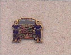 13-cnp37. Pin Pareja Unidad De Intervención Policial Y Furgon. CNP - Policia