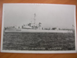 Navire Bateau De Guerre Escorteur Cotier L'attentif - Warships