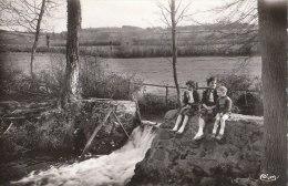 71 MATOUR  Belle CPSM  ENFANTS Au Déversoir De La Grosne  Payage Prairies En 1955 - France