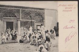 CPA:Arabes Assis Devant La Mosquée:Dos Simple - Tunisie