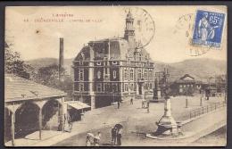 CPA ANCIENNE- FRANCE- DECAZEVILLE (12)- L'HOTEL DE VILLE EN TRES GROS PLAN- LE MARCHÉ COUVERT- ANIMATION- MONUMENT- - Decazeville