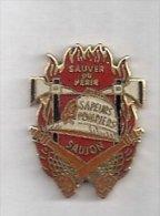 Pin's Sapeurs Pompiers De Saujon - Charente Maritime - Département 17 - Sauver Ou Périr - Bomberos