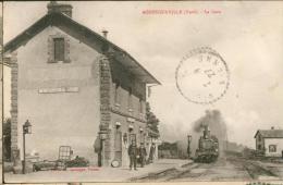 Ménesqueville - La Gare  (locomotive) - France