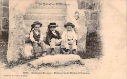 29 - St-Herbot - Enfants, Costumes Bretons - Saint-Herbot