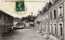 89-SAINT-FARGEAU-Ecole Professionnelle (Vue De La Cour) - Saint Fargeau