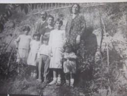 1934 CPA /RPPC >Une Belle Famille Nombreuse (six Enfants)ds Jardin Exotique Dame Habillée Robe à Pois Photo Photographie - Anonyme Personen