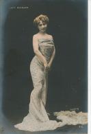 FEMMES - FRAU - LADY - SPECTACLE - ARTISTE - Portrait De LUCY BERNARD (en Robe Moulante) - Femmes