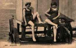 2 Femmes Baigneuses Maillot De Bain Et Chariots De Plage 5081 - Donne