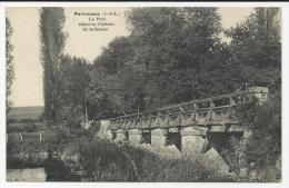 CP, 37, PERRUSSON, Le Pont Allant Au Château De La Brosse, écrite, Voyagé En 1945 - France