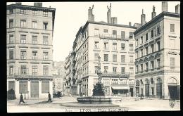 69 LYON 07 / Place Saint Michel / - Lyon