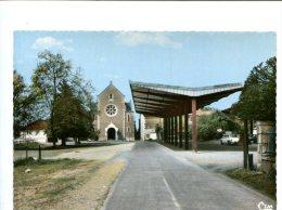 CP- ROUILLE (86) La Place Du Marche Avec Les Nouvelles Halles Et Le Temple - Autres Communes