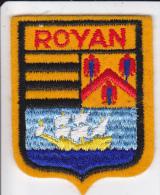 ECUSSON TISSU BRODE ROYAN 17  BLASON ARMES HERADIQUE - Blazoenen (textiel)